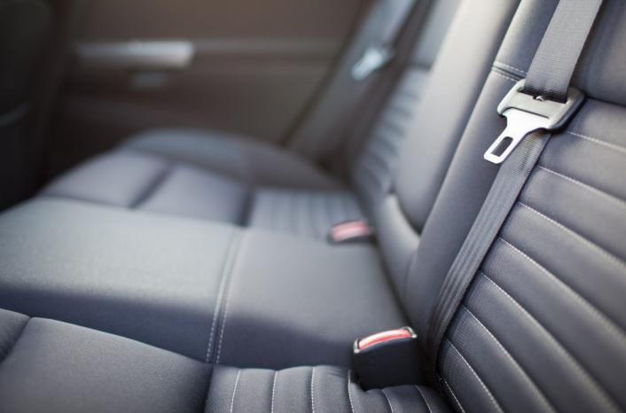 herstelling interieurschade dashboard schade meubilair vlekken op ...